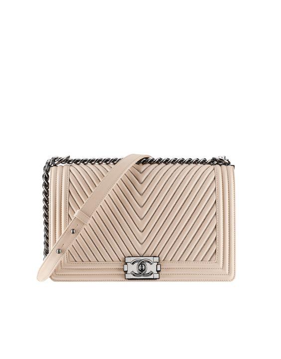 Petit bijoux de chez Chanel, bientot chez Leasy Luxe. // www.leasyluxe.com #nude #beautiful #leasyluxe