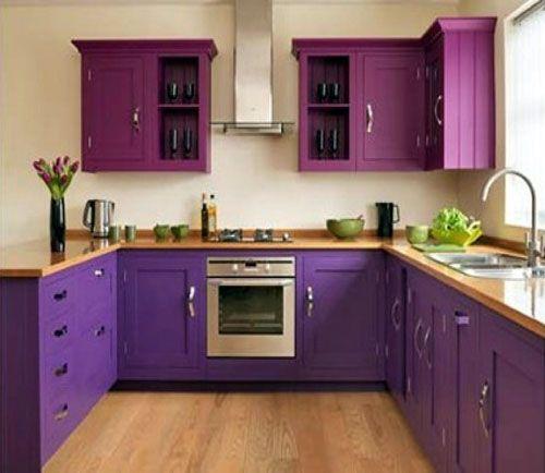 Двухцветная однотонная кухня.