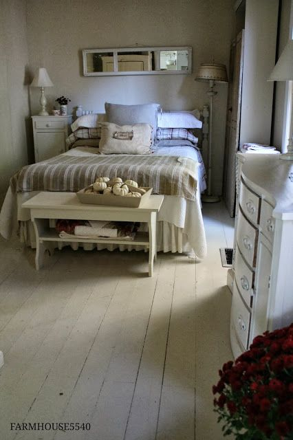 The autumn guestroom; I'd love to stay there! FARMHOUSE 5540