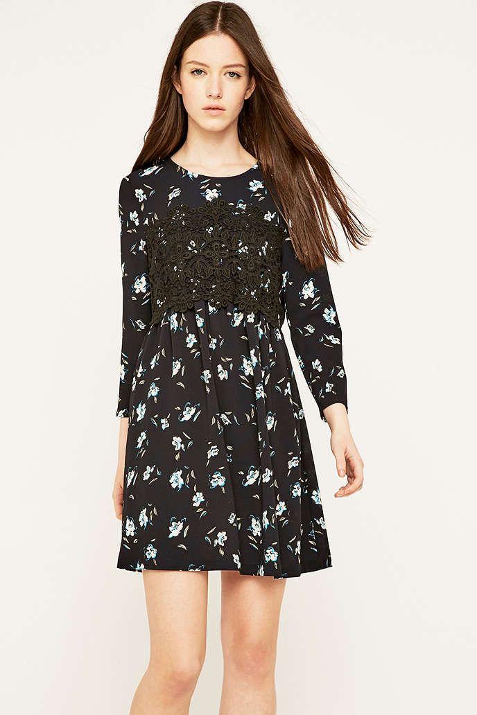 Pins & Needles – Geblümtes Babydoll-Kleid mit Spitze - Urban Outfitters
