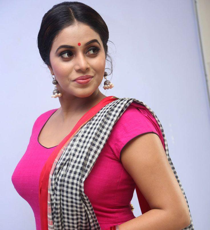 Shamna Kasim at Jayammu Nischayammu Raa Audio Launch