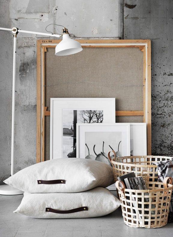 Geef je kussens een nieuwe look met leren details. | #STUDIObyIKEA #IKEA #IKEAnl #DIY #leer #URSULA #kussen