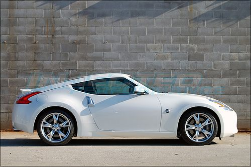 White Nissan 370z