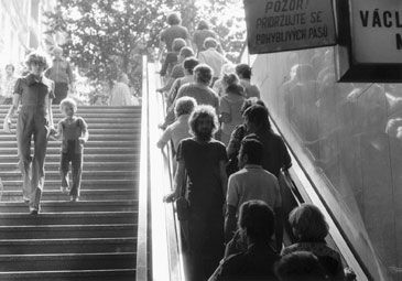 Jirí Kovanda, Untitled (On an escalator ... turning around, I look into the eyes of the person standing behind me ...) (3 September 1977)