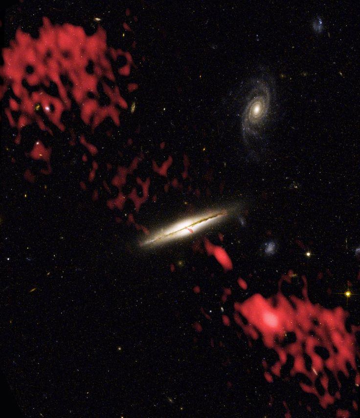 81 отметок «Нравится», 1 комментариев — Linda's Favourite (@lindasfavourites) в Instagram: «0313-192: The Wrong Galaxy #wrong #galaxy  #planetearth #universe #follow #picoftheday #solarsystem…»