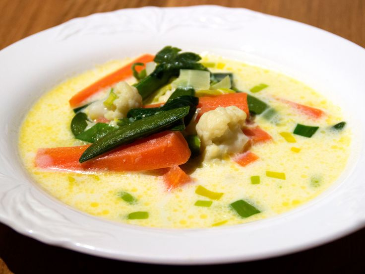 Soppa med sommargrönsaker | Recept från Köket.se