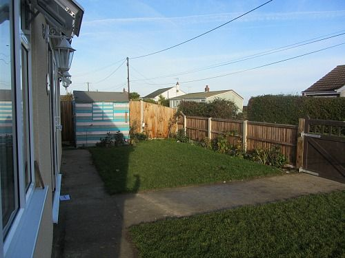 This is the front garden of the dog friendly accommodation in Hemsby