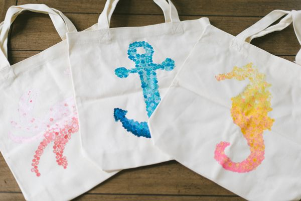 DIY nautical tote bags (using an eraser dipped in ombre paint) - would make fabulous home art!  Instead of a canvas tote bag, pick up a small canvas from the craft store.