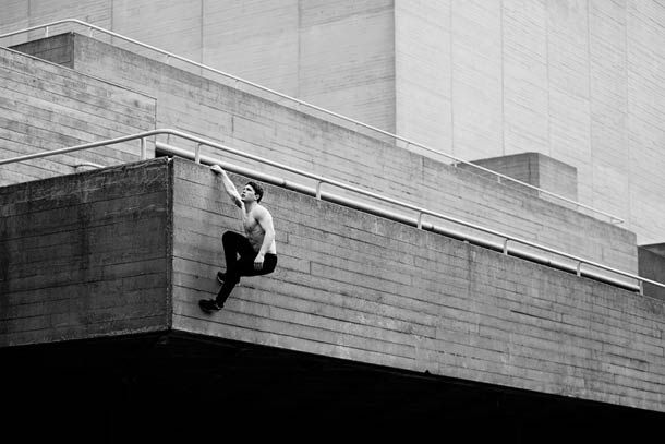 """""""Freerunner"""", une jolie série de photographies née de la collaboration entre le champion de FreerunningTim Shieff et le jeune photographe anglais Pip. Un ma"""