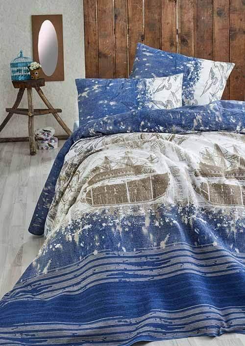 Cuvertura de pat Eponj Home fabricata din bumbac 100% ce confera un aspect vibrant si decorativ patului asigurand in acelasi timp caldura si confortul necesar.
