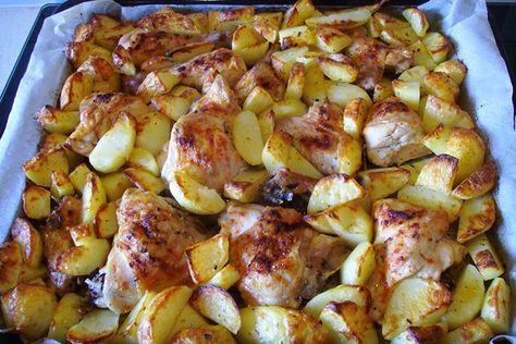 Z jednoho pekáče - kuře a brambory. Zabijete dvě mouchy jednou ranou. Krátká příprava, vydatný oběd!