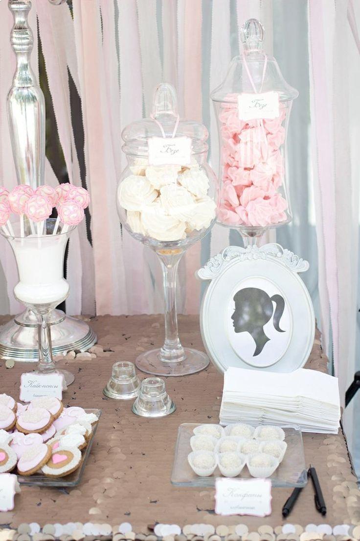 candy bar mariage - pots à sucreries en verre replis de meringues, sucettes et biscuits