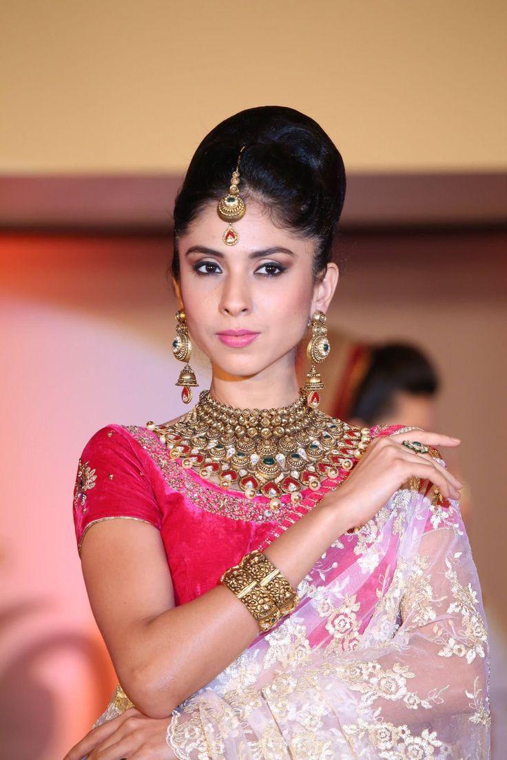 Ayyan ali bridal jeweller photo shoot design 2013 for women - Tbz Gold Jewellery New Launch Bridal