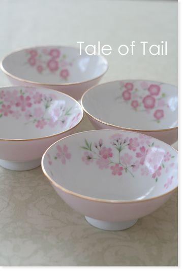 桜と梅がモチーフの転写紙を使ってお茶碗を作ってみました。桜茶碗は豪華に。梅茶碗はシンプルに。縁には金彩を施して、ピンク色の転写紙で全面貼り。Tale of Tail**カルトナージュ布箱のお店**