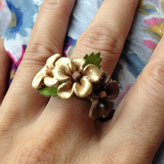 192 best handmade flowers leather images on pinterest for Leather flowers for crafts