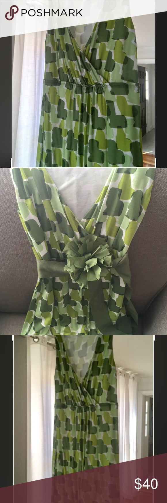 Boden LIKE NEW Lime Green Dress US 4 (UK 8) Boden LIKE NEW (Worn 2 or 3 times) Lime Green and White Print Dress with removable waist tie and flower (pins on- I wore the dress without it), flattering fit, great for spring, Easter, or work to party, US 4 (UK 8) Boden Dresses Midi