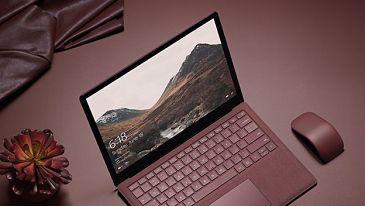 Además de la presentación de Windows 10 S, en la conferencia #MicrosoftEDU también hemos podido conocer el Surface Laptop, el ordenador portátil con el que la compañía de Redmond tiene la intención de plantar cara a los MacBooks de Apple y a los Chromebooks de Google.