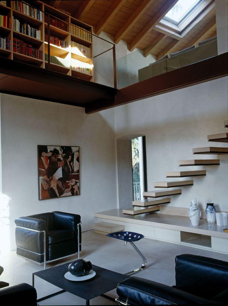 Un vecchio mulino trasformato in casa a due piani - Casa Luce #mansarda #soppalco