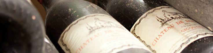 Situé au coeur de l'appellation Gigondas, Saint Cosme est un domaine historique d'un genre unique. Son site de vinification Gallo-Romain, constitué de cuves de fermentation taillées dans le rocher, est parvenu jusqu'à eux dans un parfait état. Acquise par la famille en 1490, la propriété a vu se succéder 15 générations de vignerons.