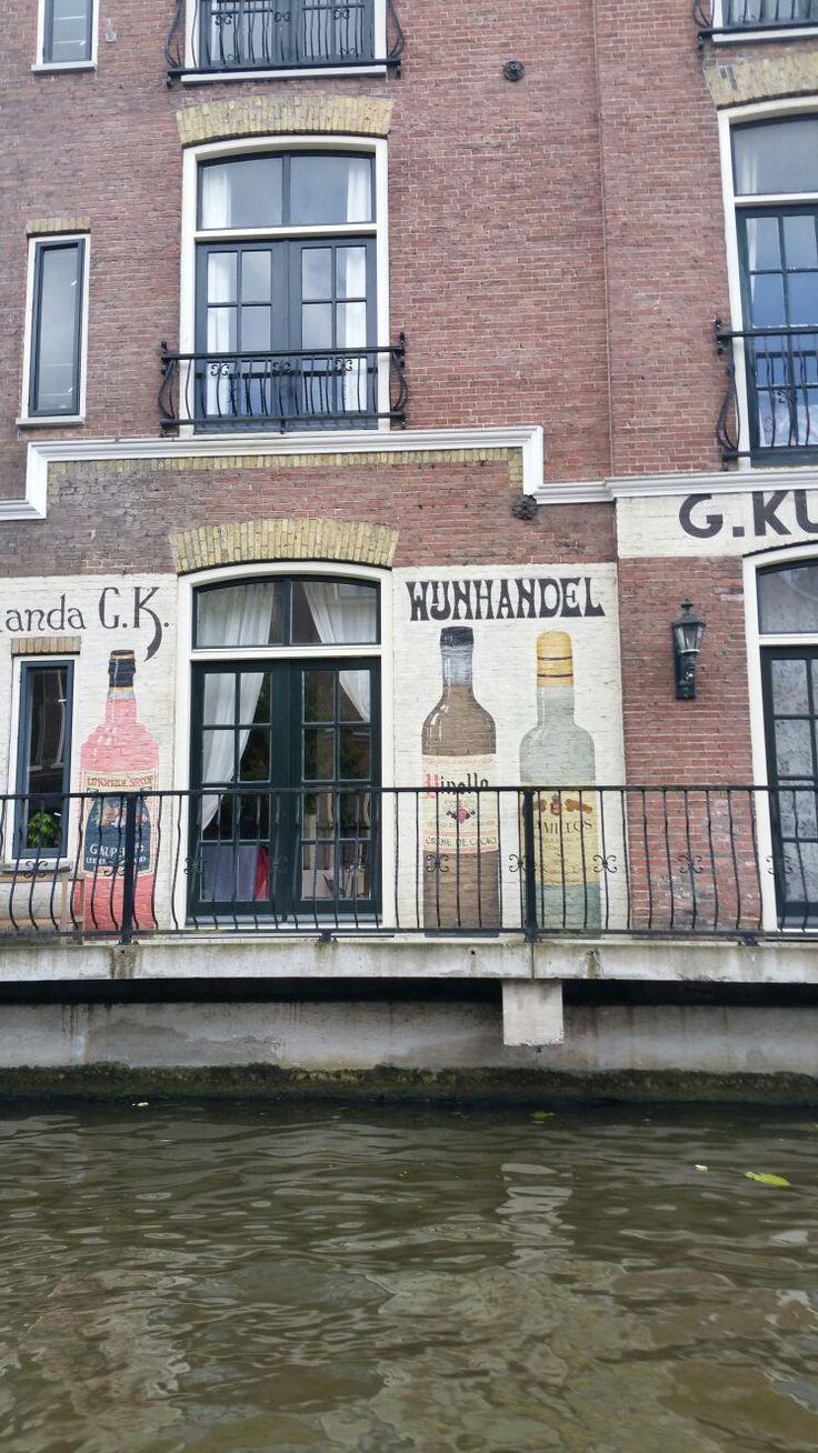 Wijnhandel. Leiden