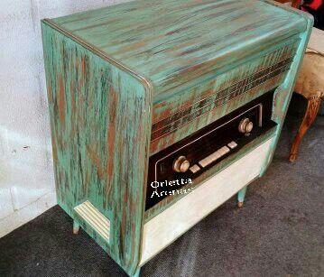 Radio antigua trabajada con pátinas #mueblespintados#pátinasenmuebles#radio#verdeturquesa#verde#oriettaarenas#
