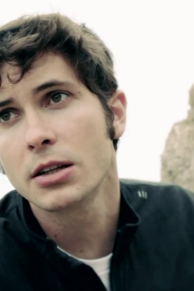 Toby Turner in DRAMATIC SONG