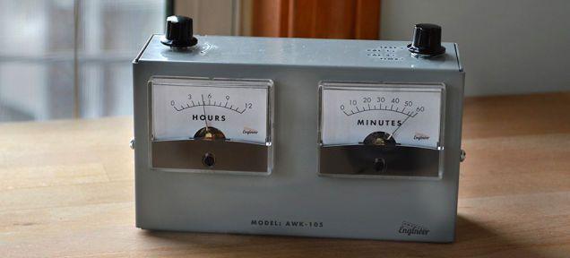こういうヴィンテージっぽいやつに弱いんですよ。 昔の電圧計を模したアナログ時計「AWK-105 Analog Voltmeter Clock」がKickstarterでの資金調達に早くも成功し、今年