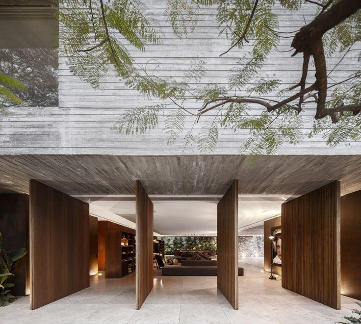 Ipes House / Studio MK27 – Marcio Kogan, Lair Reis Architects: Studio MK27 – Marcio Kogan, Lair Reis Location: São Paulo, Brazil