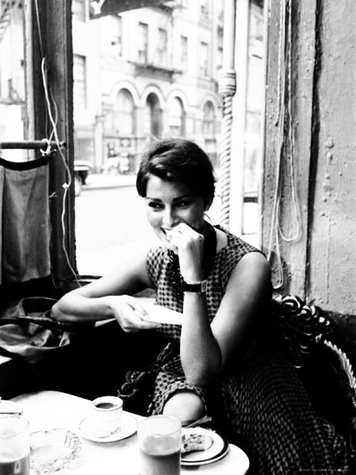 Sophia Loren in the Café
