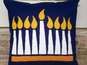 Chanukkah pillow craft. Perfect to make with the children during Chanukkah and then give it as a present to family or friends <3