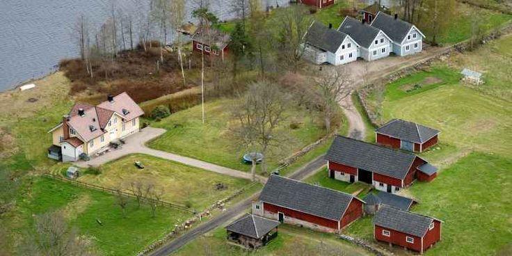 Askan efter Ikeagrundaren Ingvar Kamprad ska spridas där han levde sina sista år. På Bölsö strax utanför Liatorp.