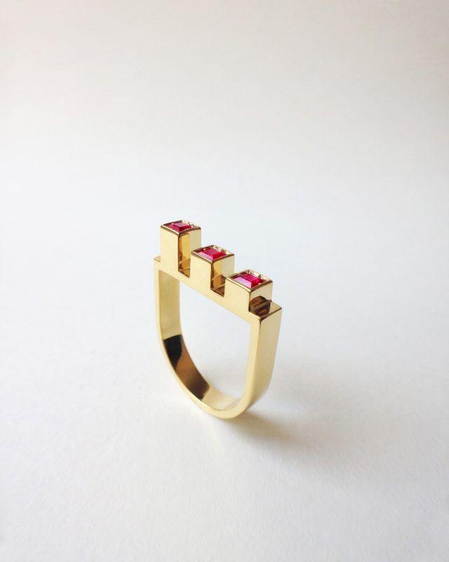 PARALLELEPIPEDS RING. Geometric Obsession Jewelry Collection SHOP www.danielacoppolino.com  #oro #gold #rubies #anello #architecturaljewelry #finejewelry #ring #rubini #ruby #gioielli #jewels #jewel #jewelry