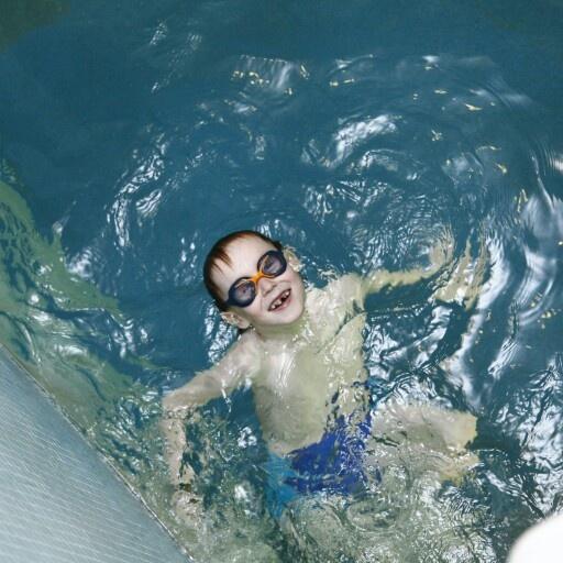 Большой праздник в День защиты детей! Посвятите праздничный уикенд своим детям, проведя его на увлекательных аттракционах «Ква-Ква парка»! 1 и 2 июня в честь Дня защиты детей в «Ква-Ква парке» пройдет вечеринка Winx Splash Party. Феи Winx — Блум, Флора и Стелла — подарят своим маленьким друзьям незабываемый праздник! Посетителей аквапарка ожидают сюрпризы и подарки. Все желающие смогут поиграть с персонажами любимого мультфильма, принять участие в увлекательных конкурсах, выиграть призы и…