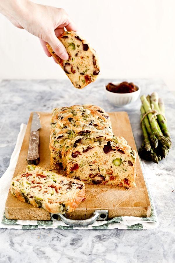 Asparagus, sundried tomato and olive loaf - Asparagus loaf - cake emmentaler, asparagi e pomodori secchi - Cake agli asparagi - Torta salata agli asparagi