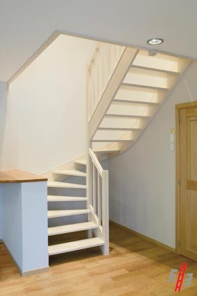 25 beste idee n over trap leuning op pinterest trapleuningen leuning verbouwen en - Houten trapontwerp ...