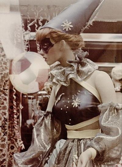 Pierrot?: Vintage Halloween Costumes, Window, Dresses Up, Vintage Circus, Masquerade, Vintage Costumes, Clowns, Vintage Image, Night Circus