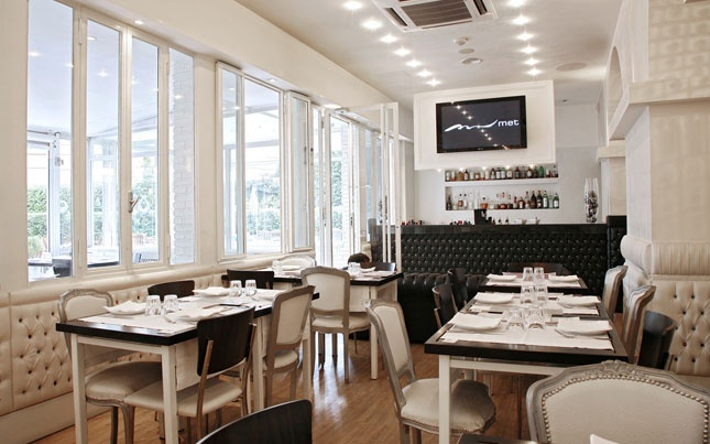 gallery | Met - Restaurant: a trendy place for people watching