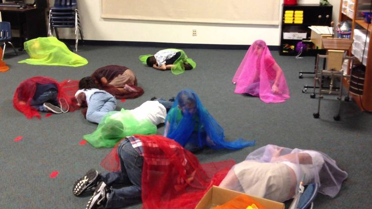 2nd Grade moves to Viennese Musical Clock w/Scarfs