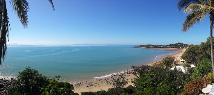 The Eimeo Hotel near Mackay has one of the best pub beach views in Australia!   Visit seesomethingnew.com.au for more Australian travel ideas!