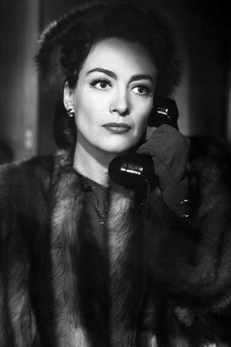 Joan Crawford, in 'Mildred Pierce', 1945.