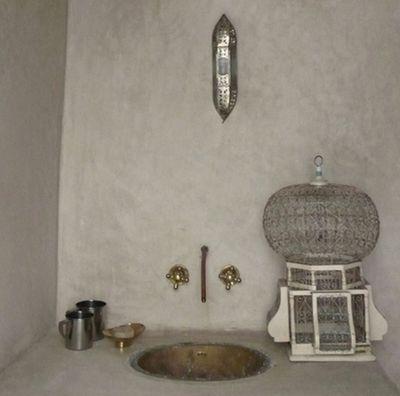 Les 25 meilleures id es de la cat gorie salle de bains marocaines sur pinterest carrelage - Baignoire salle de bain maroc ...