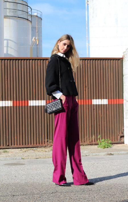 Pantalon palazzo fucsia vestir, pendientes bordados, chaleco y zapatos de Zara, camisa mango, bolso purificación garcia