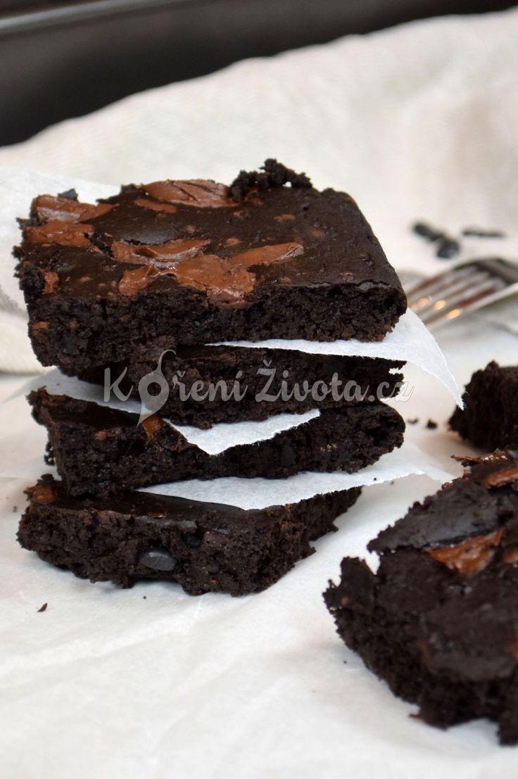 Úžasně vláčné bezlepkové brownies z černých fazolí (black beans brownies). Zcela bez mouky!