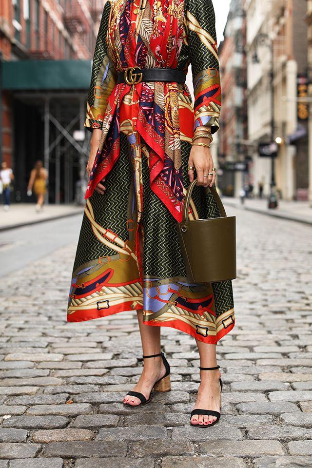 48afe54f98b1 PUT A PRINT ON IT // SCARF PRINT DRESS   STYLE // Fall Fashion ...