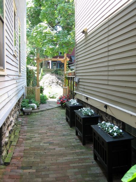 Lancaster Garden Walk: 1000+ Images About GW Narrow Alleys On Pinterest