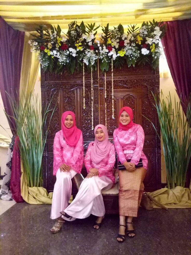 pinky girls   #kebaya #ootdundangan #weddingparty #inspirasikebaya