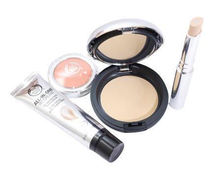 Poznajcie pozostałe produkty linii. Nasza linia All-In-One to więcej niż produkty do makijażu. Są to kosmetyki pełne wspaniałych składników- między innymi witaminy E oraz olejku marula pozyskiwanych w ramach wspólnoty uczciwego handlu.