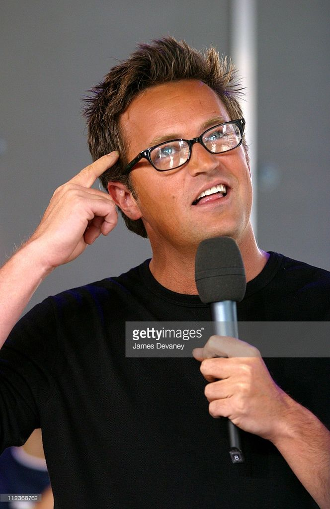 Matthew Perry during Matthew Perry, Snoop Dogg, and 'American Idol' Contestant RJ Helton Visit MTV's 'TRL' - August 19, 2002 at MTV's Studios, Times Square in New York City, New York, United States.