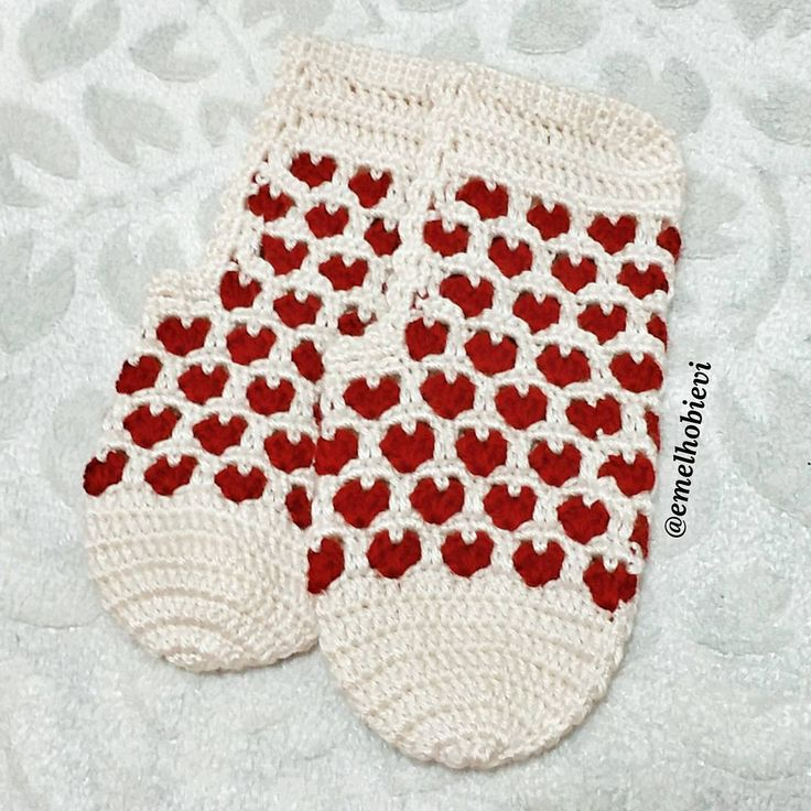 Yılbaşı için ne hediye alacağım diye düşünmeyin. Ben sizin yerinize düşünürüm 😉😎😄 Sırada bir kalpli patik daha var onuda yapayım bari 😄 . #patik #slippers #womenslippers #pinetki #evayakkabisi #evbabeti #babetpatik #knitting #hanmade #pembe #pemveseverler #englishhome #madamecoco #pinkandmore #a101 #bim #sivas #ikea #ceyiz #gelin #damat #bohca #dugun #evlilik #crochetslippers #ceyizhazirligi #knitting #crochetlove #crochetscoks #blanket