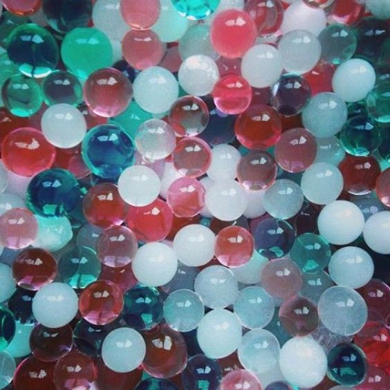 Nic-Nac's Christmas Water Marbles Reindeer Fuel come in the festive colours of red, green and white. They start as dehydrated little beads, but when put into a bowl with six cups of water, you will be amazed to watch them grow up to 150 times their original size. Dry them out in the sun and they return to their original size #Christmas2014 #nicnac #stockingstuffers